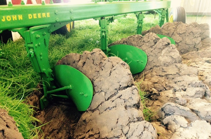 Tilling Vs. Plowing: Understanding The Difference